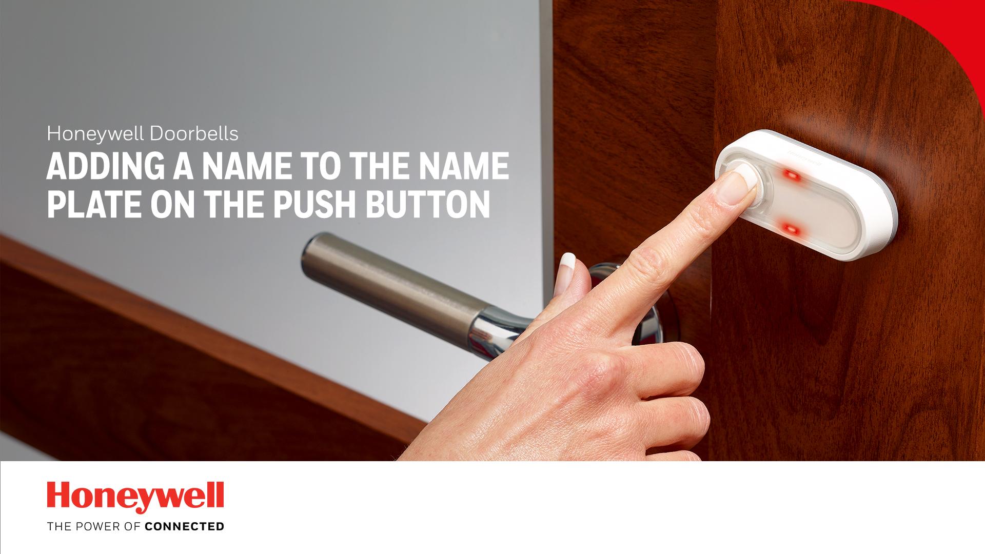 Umieszczanie nazwiska na płytce na przycisku dzwonka